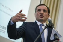 Poland: Minister claims the EU wants to impose same-sex marriage
